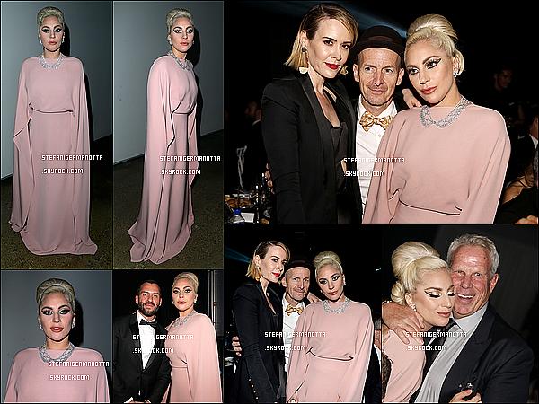29/10/15 : Lady Gaga était au 6ème Gala amfAR avec des membres du cast d'AHS à Los Angeles.