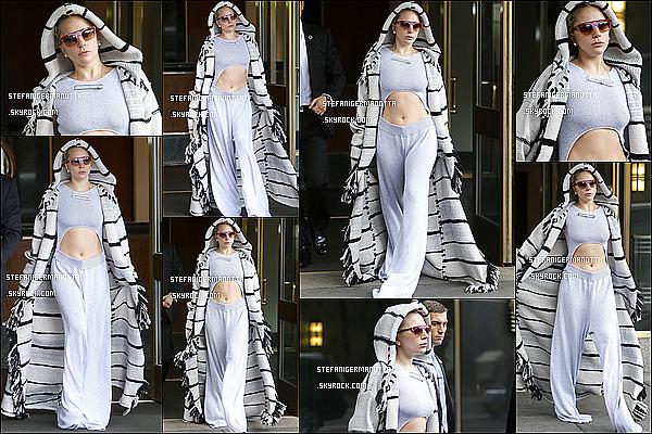 06/11/15 : Lady Gaga a été photographiée entrain de sortir de son appartement de New York.