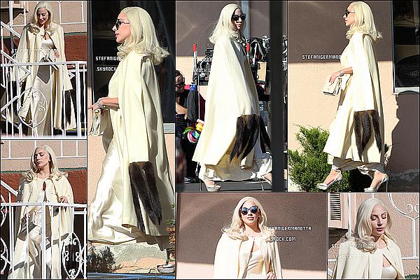 10/11/15 : Lady Gaga a été reperée a deux reprises sur le tourange d'AHS : Hotel à Los Angeles.
