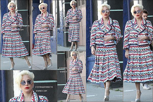 14/11/15 : Lady Gaga a été photographiée alors qu'elle se promenait dans les rues de New York.
