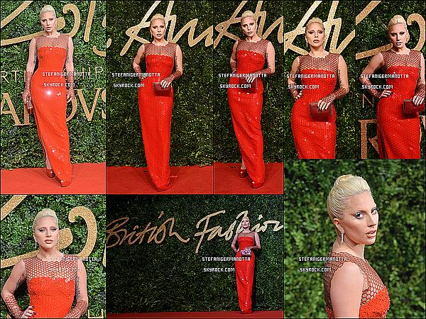 23/11/15 : Lady Gaga en Tom Ford était à la cérémonie des British Fashion Awards à Londres.