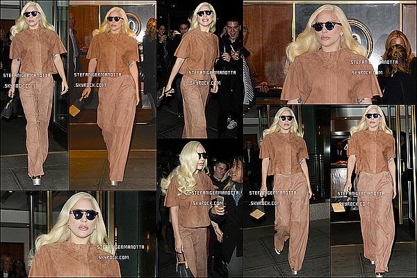 10/12/15 : Lady Gaga a été vue sortant de son appartement pour aller au restaurant Cipriani à NY.