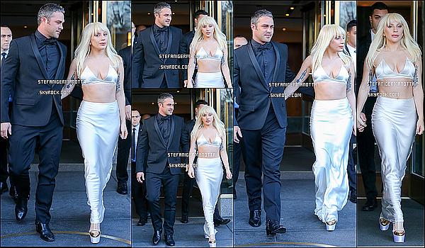 11/12/15 : Lady Gaga et son fiancé Taylor se sont rendus aux « Women In Music » à New York.