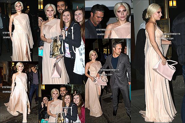 12/12/15 : Lady Gaga a été vue quittant son appartement pour aller au restaurant Sadelle's à NY.