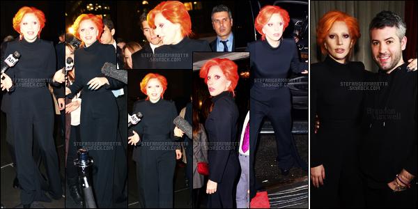 16/02/16 -Lady Gaga  s'est rendue au Monkey Bar pour le défilé de son ami Brandon Maxwell - à L-A. Brandon Maxwell n'est pas seulement son ami mais aussi son styliste. Je n'aime pas cette couleur de cheveux avec un look total noir..