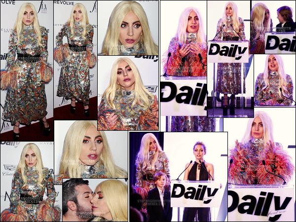 20/03/16 - Lady Gaga était présente à la seconde édition des « Fashion Awards » dans Los Angeles. La Lady avait sorti une tenue originale, à son image, je l'aime bien mais je suis surtout fan du make-up et de ses cheveux juste sublime!