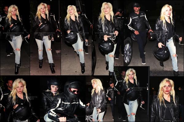 29/04/16 - Lady Gaga accompagnée de Bradley Cooper, arrivant et quittant le Giorgio Baldi - à L-A. Au cours de la soirée, Gaga s'est accordée un restaurant avec son ami Bradley C. J'aime bien sa tenue rock, ça lui va très bien, un top