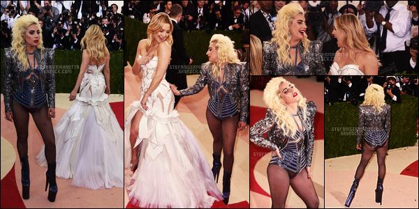 02/05/16 - Lady Gaga s'est rendue à l'événement fashion par excellence, le MET Gala - à New-York. Le thème de cette année était La mode dans une Ère technologique. Je trouve que Gaga est parfaitement dans le thème, & vous?
