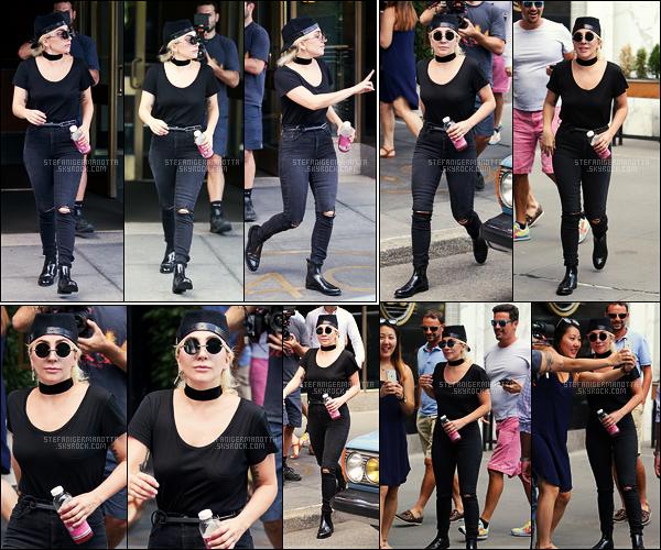 27/07/16 -  Dans la journée, Lady Gaga a été aperçue quittant une nouvelle fois son appartement à  N-Y.  On peut apercevoir qu'elle était suivit d'un cameraman. Serait-ce en rapport avec son nouvel album en cours : LG5 ? Affaire suivre... !
