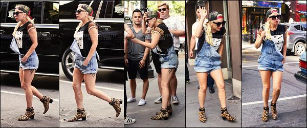 17/08/16 -  Lady Gaga a été photographiée arrivant aux studios Z100 et retournant chez elle - à New-Y.  Plus tard dans l'après-midi, elle a été vue retournant aux studios. Je dois dire que j'aime beaucoup ses tenues, et vous, qu'en pensez-vous?