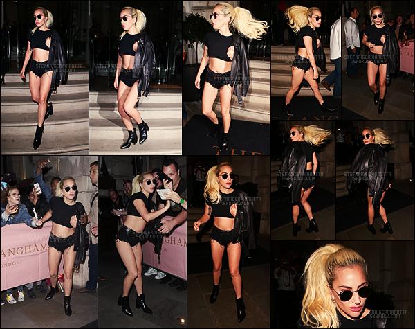 11/09/16 - La chanteuse Lady Gaga a été photographiée alors qu'elle quittait son hôtel situé à Londres.  #INFO : Le nouvel album de la star de la pop s'appellera « Joanne » et devrait sortir le 21 octobre prochain, de quoi nous réjouir non?