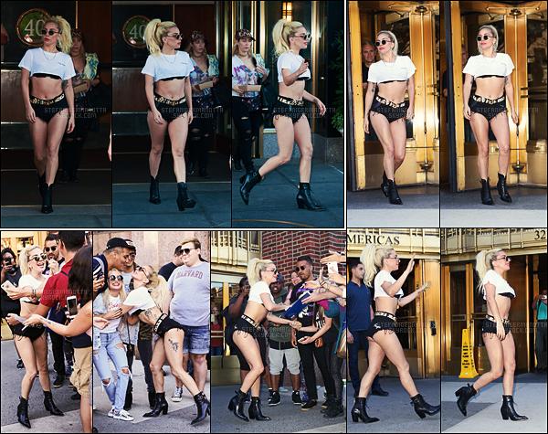 12/09/16 - Lady Gaga a été aperçue quittant son appartement puis sortant de la radio Z100 - à New-Y.  Le soir, elle a été vue aussi sortant d'un studio d'enregistrement -les photos ne sont pas sur l'article-, les finissions touchent à leur fin.