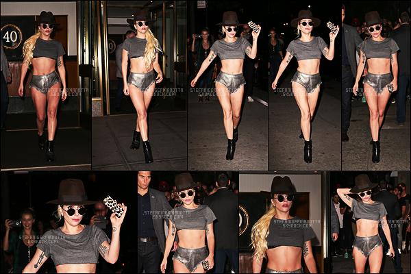 20/09/16 - Lady Gaga a été aperçue sortant de son appartement et après dans les rues de New York.  Toujours le même genre de tenue que ces derniers temps pour notre chanteuse favorite, on aime ou on n'aime pas, top pour ma part !