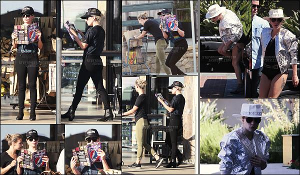 28/09/16 - La chanteuse Lady Gaga avait été aperçue quittant un magasin situé dans Malibu, - en CA.  Puis, le 01/10, on l'avait retrouvé alors qu'elle était de passage à Westlake, en Californie, toujours. • Avez-vous hâtes pour Joanne ?