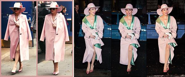 21/10/16 -  Lady Gaga arrivant aux studios de Good Morning America dans the big apple - New York.  Dans la soirée, Gaga a été vue arrivant au restaurant Joanne Trattoria pour une séance de dédicaces ! Énorme sourire pour la miss !