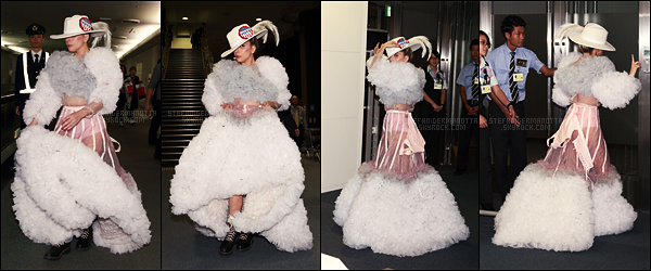 06/11/16 - Lady Gaga a été aperçue quittant le Japon pour rentrer aux Etats Unis par l'aéroport Narita.  Un tenue extravagante pour Gaga, on dirait que le Japon lui donne des idées. J'aime bien mais on dirait qu'elle avait un petit problème..