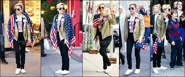 08/11/16 - Lady Gaga a été photographiée se rendant dans un bureau de vote dans New York City, NY.  Plus tard, elle a été vue sortant de son appartement et arborant un t-shirt anti-Donald Trump, rappelons qu'elle était pour les démocrates