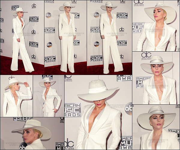 20/11/16 - Lady Gaga s'est rendue à la cérémonie des « American Music Awards » dans Los Angeles.  Durant la soirée, elle a donné une performance sur son titre Million Reasons issu de son nouvel album Joanne. Performance à voir ici !