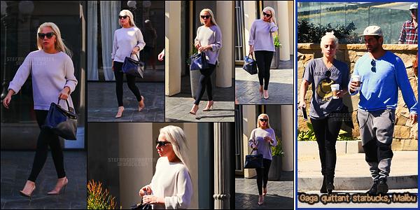 25/02/17 - La chanteuse Lady Gaga avait été aperçue quittant un cours de yoga situé dans - Los Angeles.  Les sorties yoga commençaient à disparaître de l'actualité mais les voilà qui reviennent ... J'aime beaucoup les escarpins qu'elle avait !