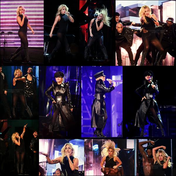 15/04/17 - La chanteuse Lady Gaga a performé au célèbre et renommé festival d'Indio : Coachella, -CA.  Notre gaga remplaçait Beyoncé qui ne pouvait pas assuré le show du à sa grossesse. Elle a interprété un nouveau single intitulé The Cure