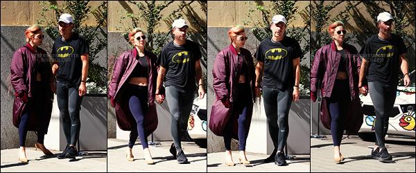 31/07/17 - Lady Gaga accompagnée de Christian ont été repérés se baladant dans les rues de Vancouver. Très peu de photos disponibles, c'est pas plus mal vu la tenue portée. Je n'aime pas du tout à vrai dire! Que pensez-vous de cette tenue?