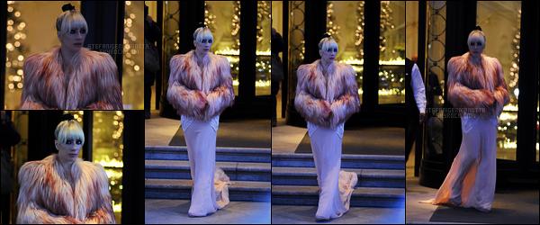 18/01/18 -  La belle Lady Gaga avait été aperçue quittant l'hôtel nommé Palazzo Parigi, toujours à Milan.  Elle était accompagnée de son papa, qu'on ne voit pas sur ces photos-ci... Côté tenue, c'est ma préférée pour le moment, très joli top !