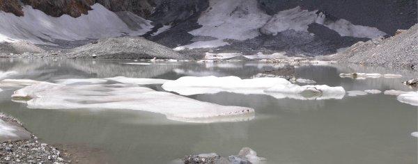 Un dernier regard sur le lac avant de resdescendre (pas à pas)