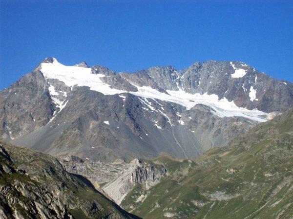 Vue sur le glacier Gabroulaz et les aiguilles de Péclet et Polset
