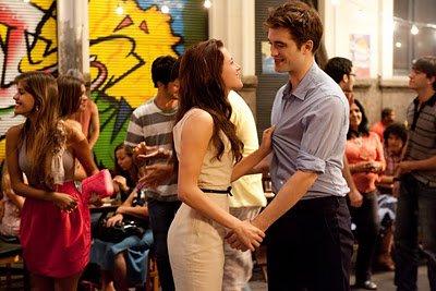 """C'est comme ça que je me souviendrais de toi, joues rose, deux pieds gauche, coeur qui bat... Je devrais être habitué à te dire au revoir depuis le temps. """"Jacob à Bella."""