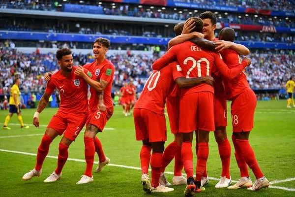 Les Anglais battent la Suède et s'accrochent à leur rêve