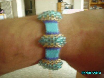 jolie brasselet en perle faite par sabinette !a vendre pour l' association de lilou !!