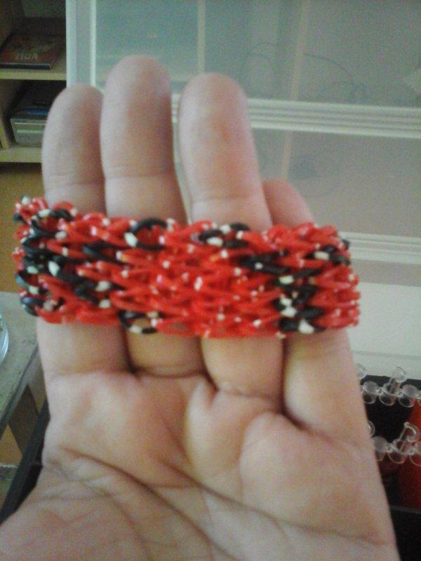 bracelet elastiques avec prenom ou initiale.a vendre et sur commande prix 7¤frait de port compris