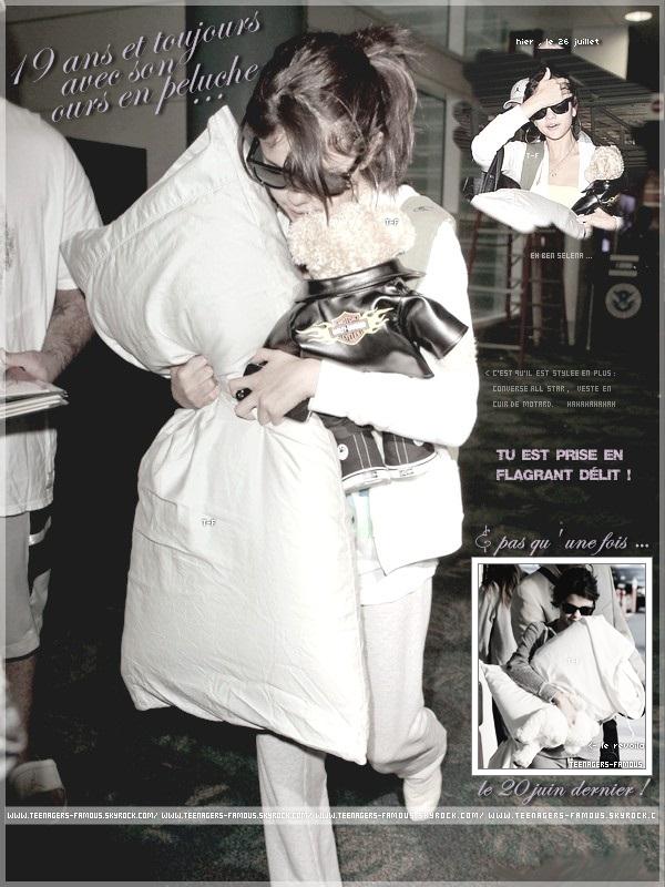 _ ♦ On croyait que t'avais grandi , Mademoiselle Selena Gomez ... _    Humour hein les groupies !________________________________________________________________________ #Article : Divers ; Selena Gomez.