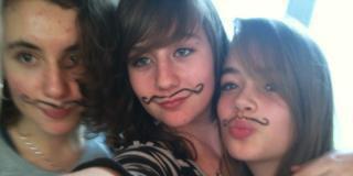 nouuuus <3 lol les moustaches