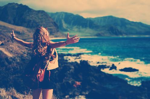 Ne pleurez pas votre passé car il s'est enfui à jamais . Ne craignez pas votre avenir car il n'existe pas encore . Vivez votre présent et rendez le magnifique pour vous en souvenir à jamais .