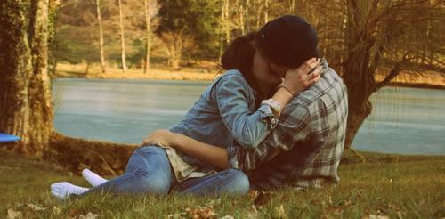 Quand une fille t'ignore , c'est à  ce moment-là qu'elle a le plus besoin de toi .