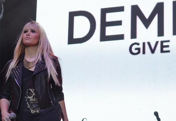 Le 29/09/2012 Demi au Z festival :