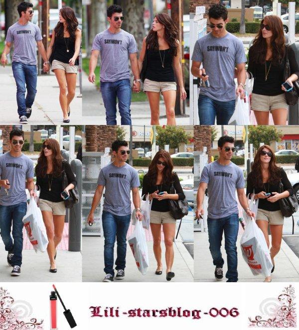 28/09/10: Aimer couple Joe Jonas & Ashley Greene se tiennent la main comme ils ramasser des objets d'anniversaire pour Frankie Jonas à Walgreens à Los Angeles d'aujourd'hui.