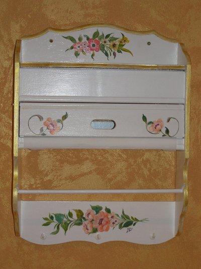 derouleur de papier pour cuisine peinture sur bois. Black Bedroom Furniture Sets. Home Design Ideas