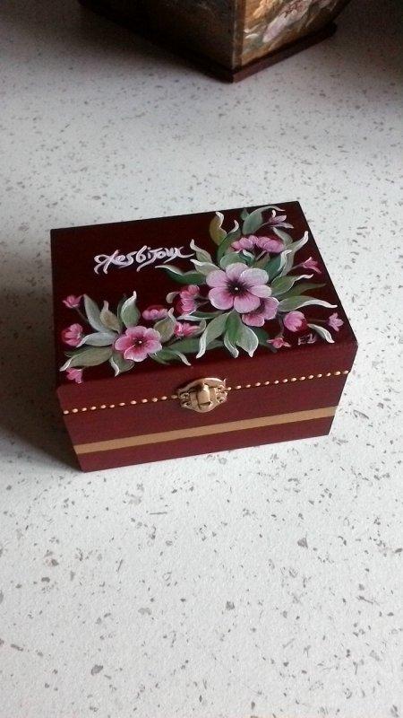 petite boite a bijoux rouge peinture sur bois. Black Bedroom Furniture Sets. Home Design Ideas