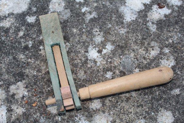 crécelle (jouet d'enfant des années 40)