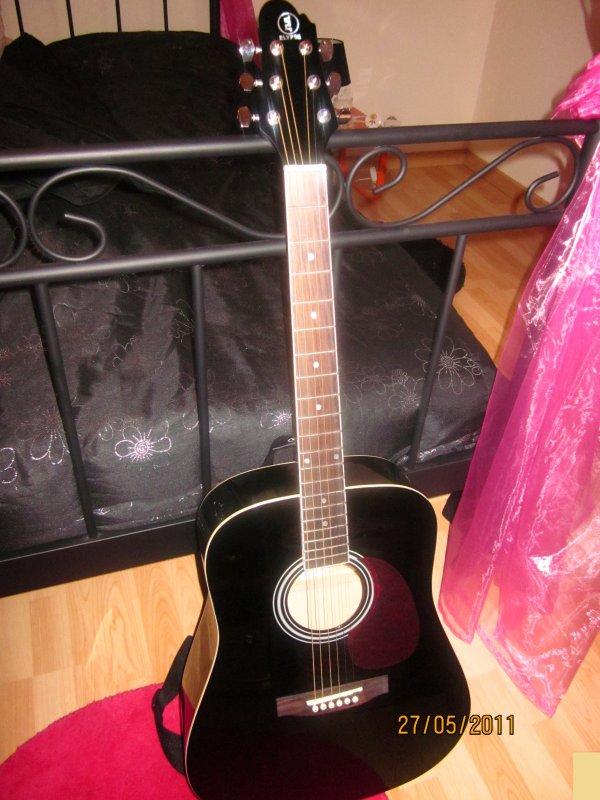 Ma nouvelle guitare ♥