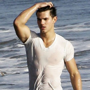 taylor lautner au tee shirt mouill blog de taylor lautner love17780. Black Bedroom Furniture Sets. Home Design Ideas