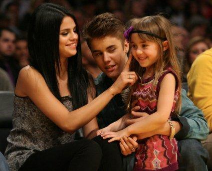 Justin Bieber et Slena Gomez assistaient au match des Lakers vs San Antonio Spurs et ont montré tout leur amour aux caméras en se faisant un bisou.