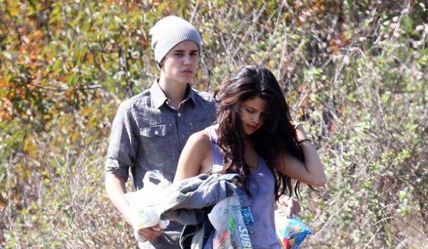 Justin Bieber verrait d'un très mauvais ½il la complicité naissance entre Selena Gomez et James Franco...