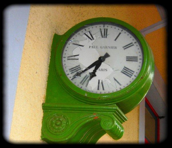 Quelle heure est -t-il madame percil ? 10h et quart madame placard...