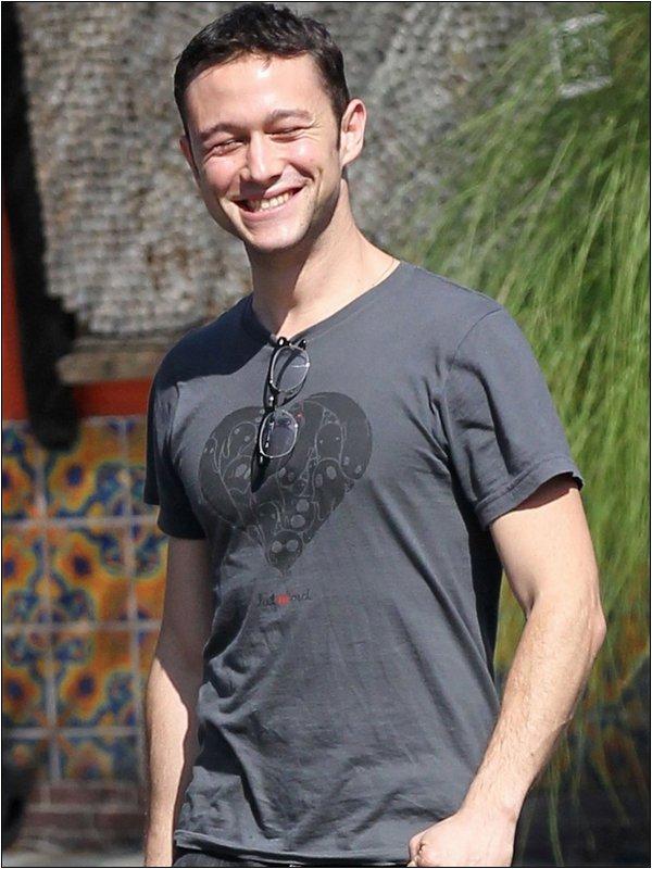 Le 29 Septembre, Joseph a été vu quittant un restaurant à Hollywood où il a déjeuné avec le directeur Quentin Tarantino.