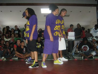 "URBAN STYLE AU ""CIRCLE OF FIRE 2010"" battle de Hold Up Crew..."