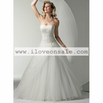 Recommend a noble and elegant wedding gown