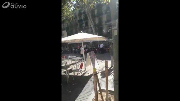 Une camionnette a foncé sur la foule à Barcelone, 13 morts, un homme arrêté